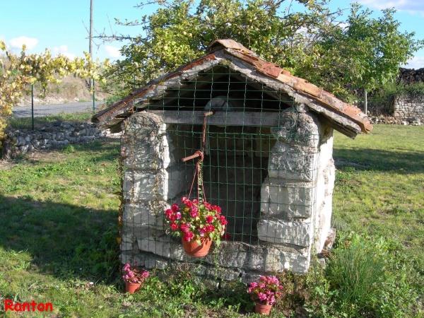 Photo Ranton - Ranton: vieux puits