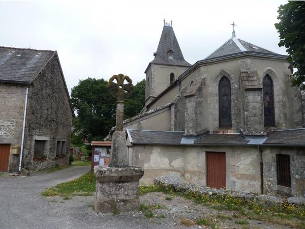 Sauvagnac église et  croix