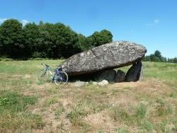 Photo paysage et monuments, Saint-Sulpice-Laurière - dolmen vers Le Theil 23 commune de St Martin Ste Catherine