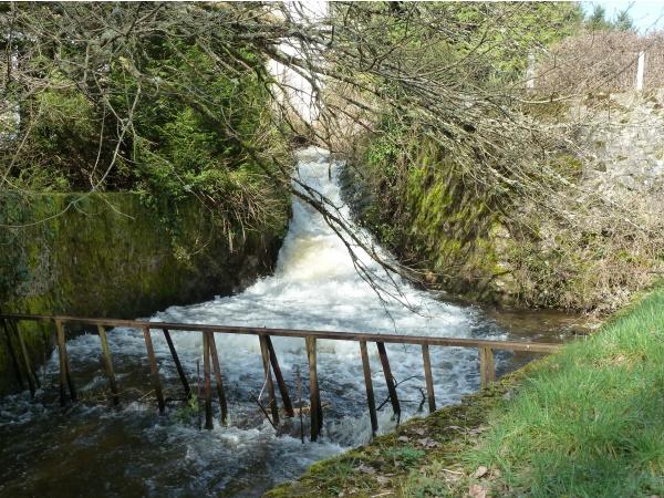 Photo Saint-Sulpice-Laurière - cascade étang