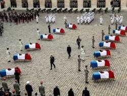 Hommage national aux treize soldats morts au Mali :