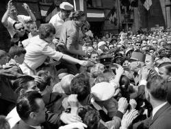 Bain de foule 1961