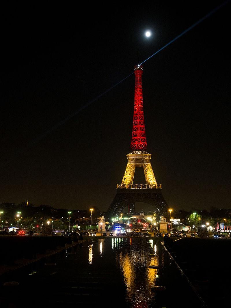 La tour eiffel aux couleurs de la belgique une photo de - Couleur de la tour eiffel ...