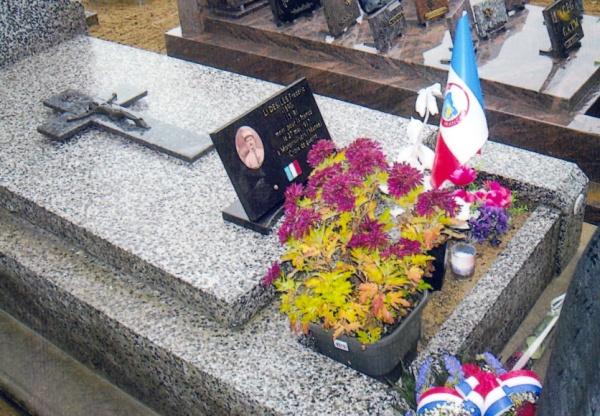Photo Les Voivres - La tombe de Frédéric Désiles