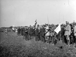Darney : remise du drapeau à l'armée tchécoslovaque.