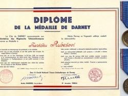 Diplome et médaille