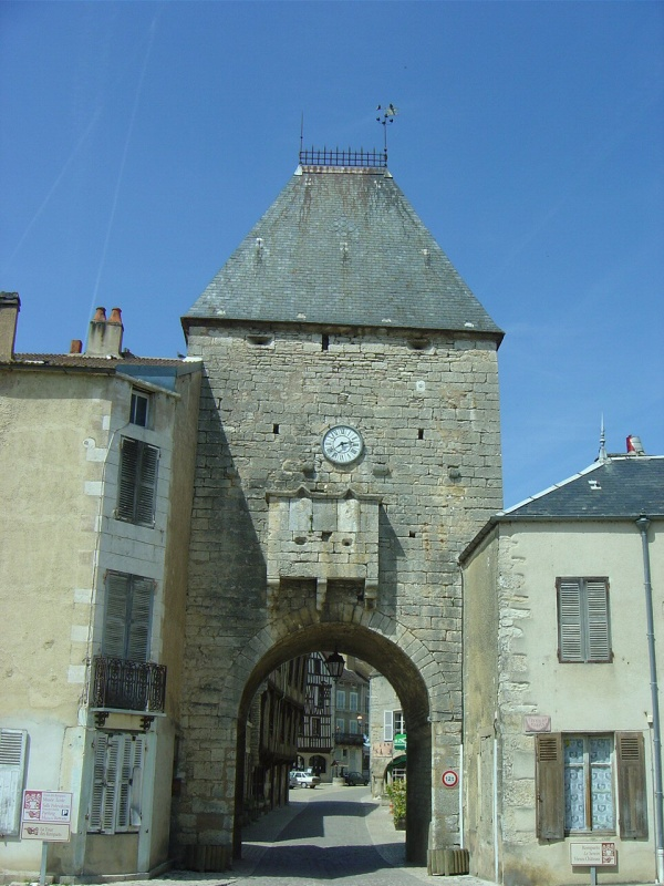 Photo Noyers - Porte de Noyers-sur-Serein