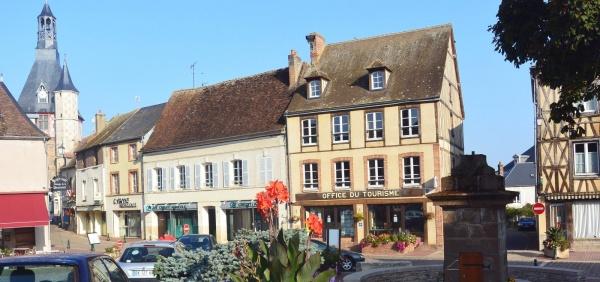 Saint-Fargeau 89:centre ville.2.