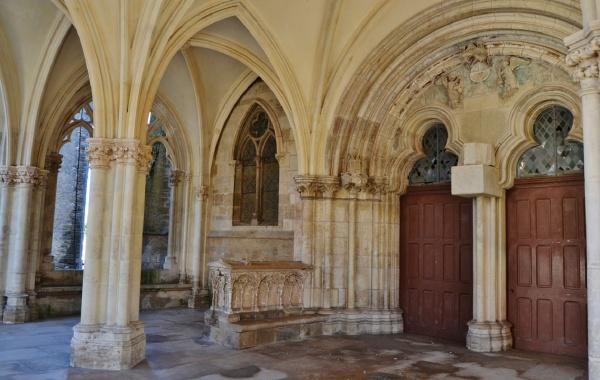 église Notre-Dame 13/15 Em Siècle ( Porche )