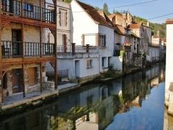 Photo paysage et monuments, Tonnerre - Maisons au bord de l'Armançon