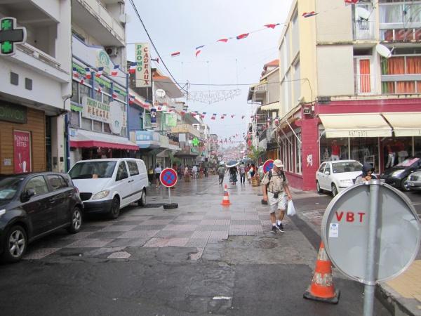 Photo Basse-Terre - Le cours Nolivos transformée en rue piétonne en Décembre 2013